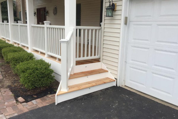 Trex<sup>®</sup> Railing and Cedar Front Porch Crystal Lake