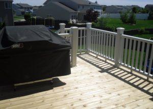 Cedar Deck with Trex® white Railings McHenry