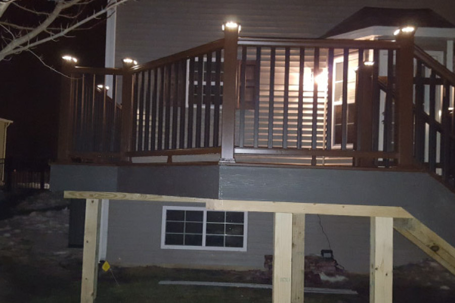Clam Shell Trex® Deck with Trex® Transcend Vintage Lantern Railings with Post Cap Lights Grayslake