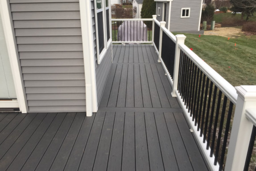 Clam Shell Trex® Deck with White Transcend Railings with Black Aluminum Balusters Barrington