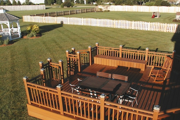 Custom Trex® Deck with Bench Algonquin