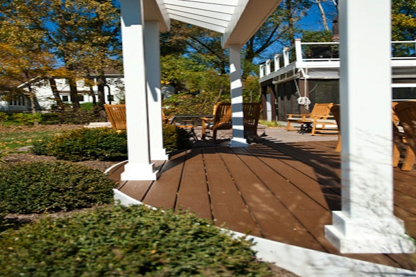 Detail of Curved Trex® Deck and Pergola Lake County