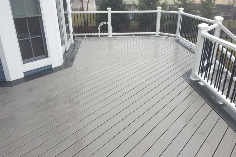 Gravel Path Trex® Deck with Border Fox River Grove