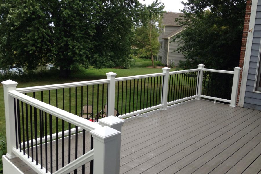 Gravel Path Trex® Deck with White Rails Grayslake