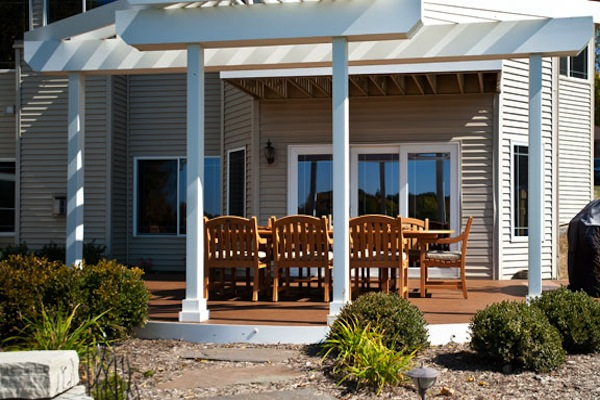 Ground Level Curved Trex® Deck and Pergola Antioch