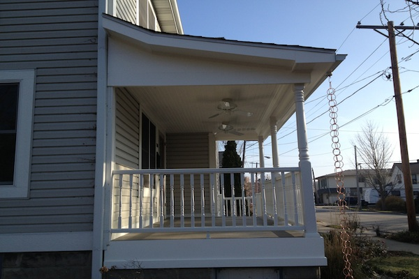 Side View of Trex® Front Porch West Dundee