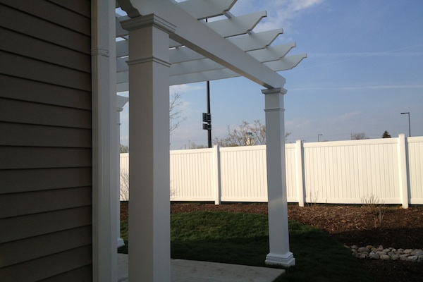 Side View of Trex® Pergola Huntley