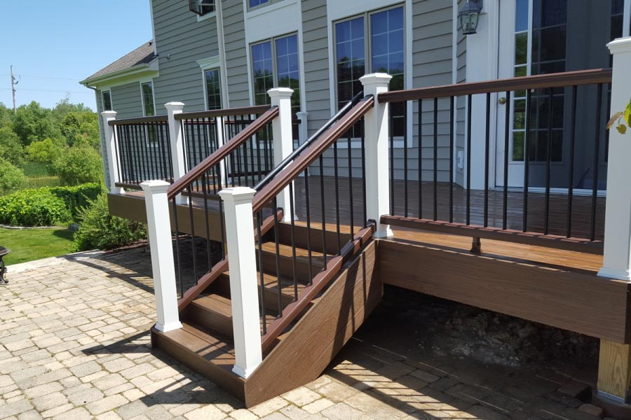 Spiced Rum Trex® Deck with White Posts Lakewood