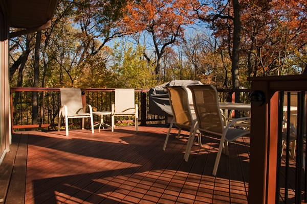 Trex® Deck with Flat Top Railings Cary