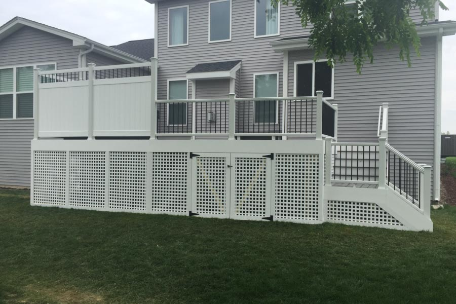 Trex® Deck with White Privacy Wall & White Lattice Skirting