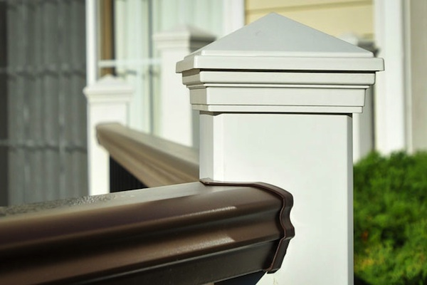 Trex® Railings with Pyramid Post Caps Gurnee