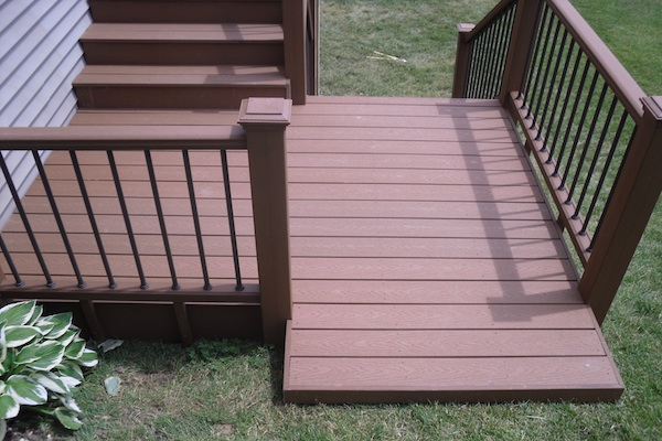 Trex® Stairs Built into a Sloped Side Yard Elgin