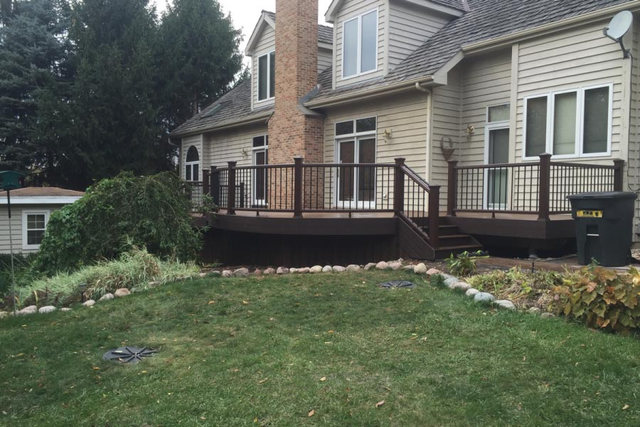 Trex® Transcend Vintage Lantern Deck with Curved Railings Wadsworth