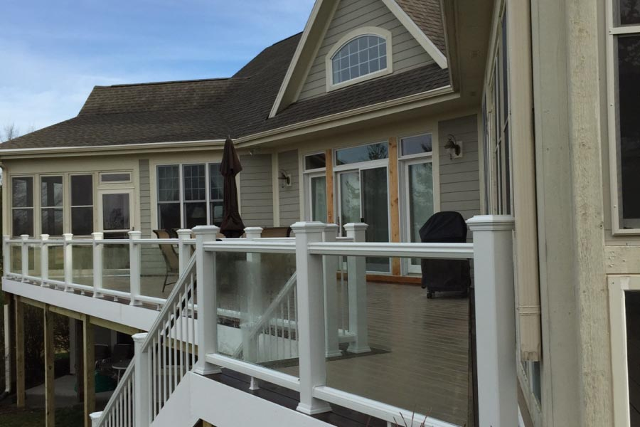 Trex® White Glass Railings Lake Geneva