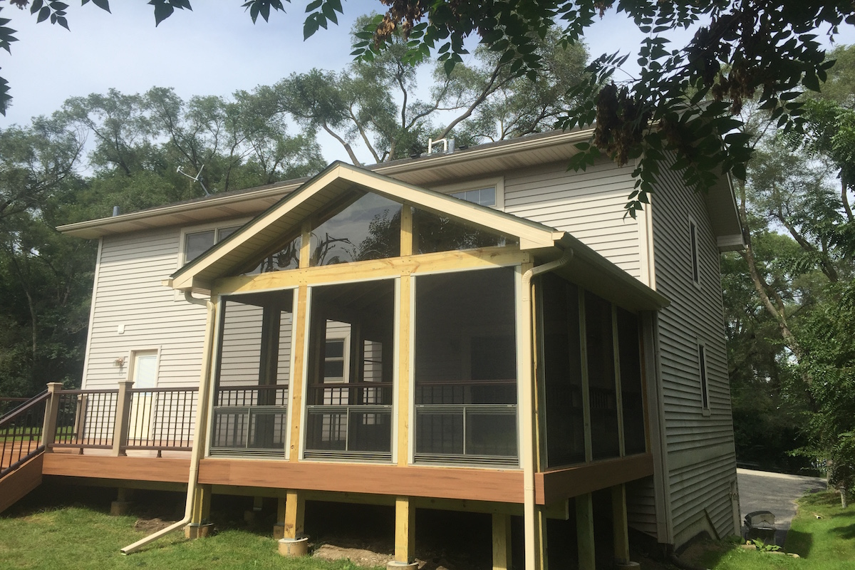 Trex® tropical with screen room McHenry County