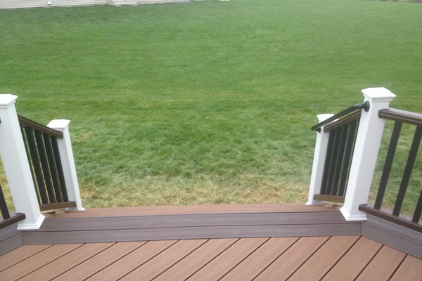 Two-tone Trex® Deck Huntley
