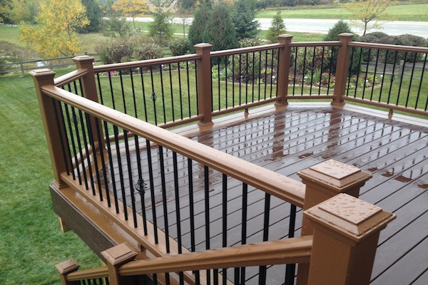 Two tone trex deck lindenhurst rock solid builders inc for Staining trex decking