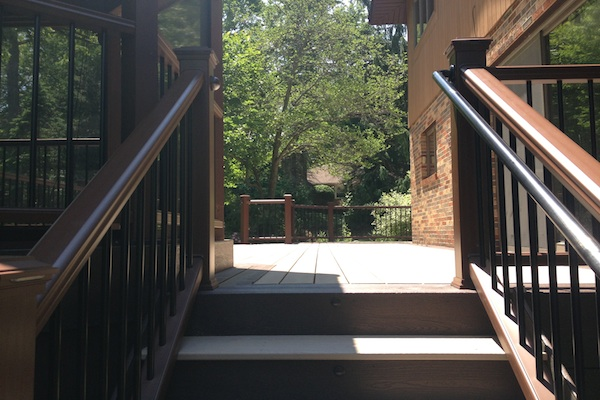 Two-tone Trex® Deck Stairs Algonquin