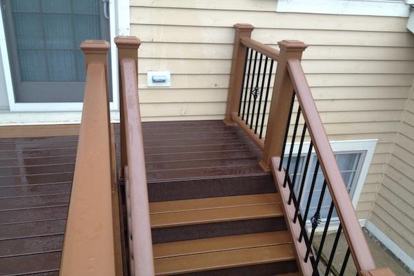 Two-tone Trex® Stairs Lindenhurst